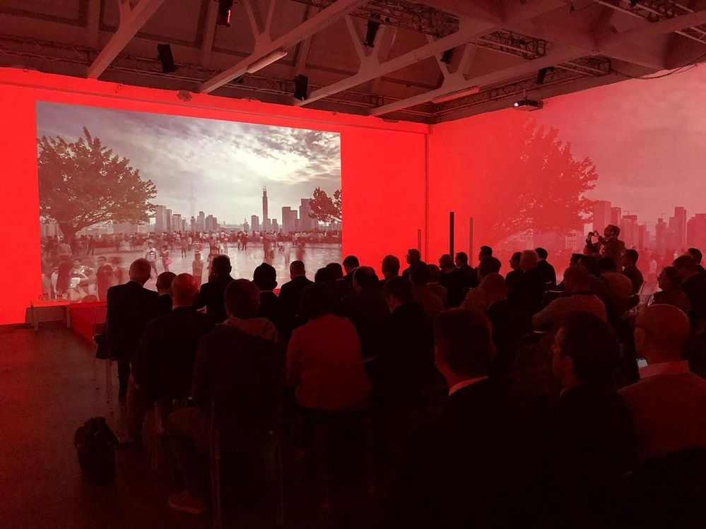Area Pergolesi was an amazing venue to host Vision Solution Day Milan. The presentations were projected onto each wall. very cool!