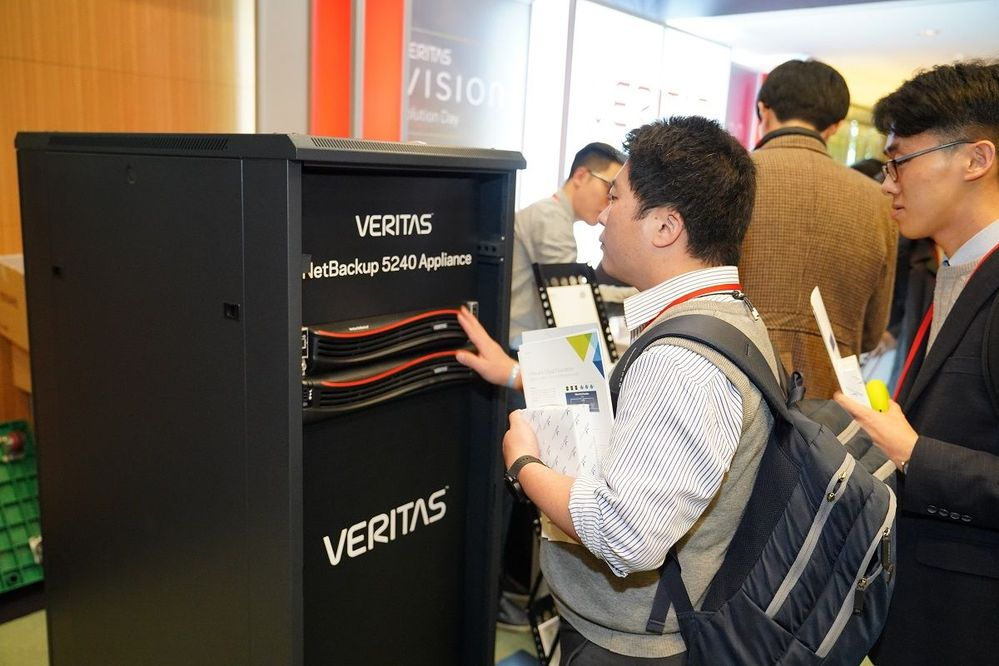 There were plenty of opportunities to get up close to the Veritas Applicances and check out the latest demos in the solution area.