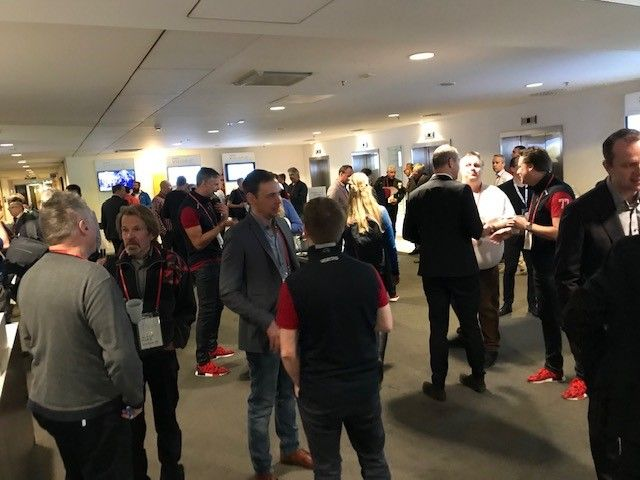 Busy networking before VSD Stockholm kicks off.