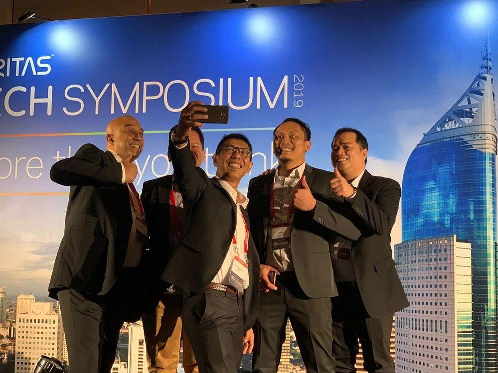 #TeamVtas Asia, Pacific and Japan Region Leadership enjoying a team selfie.