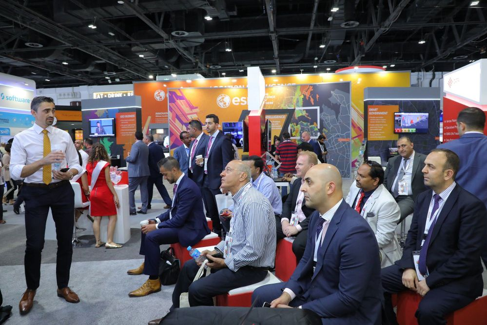 One of the five daily presentations held on our stand at the 38th GITEX Technology Week.