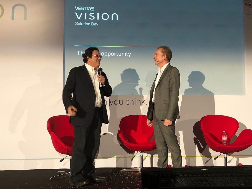 Cameron Bahar (on the left), CTO, Veritas travelled from Calfornia to present a keynote at VSD Paris, he had previously presented at VSD London and Manchester. He was given a warm welcome by the team and attendees at VSD Paris.