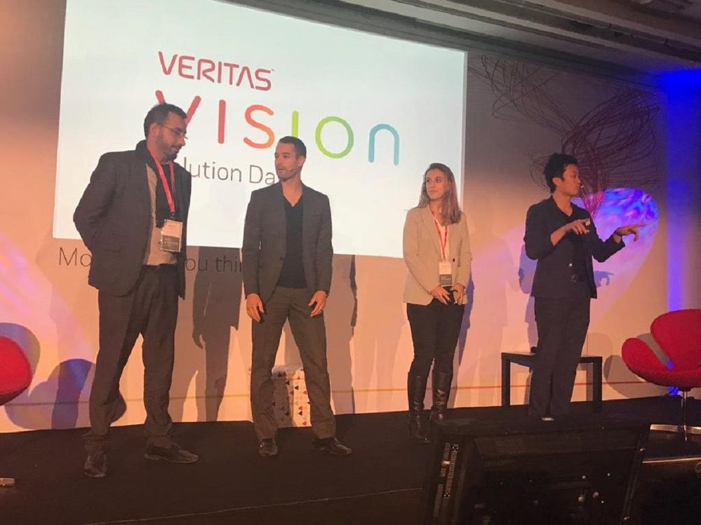Attendees were invited to participate during the magic show at VSD Paris.