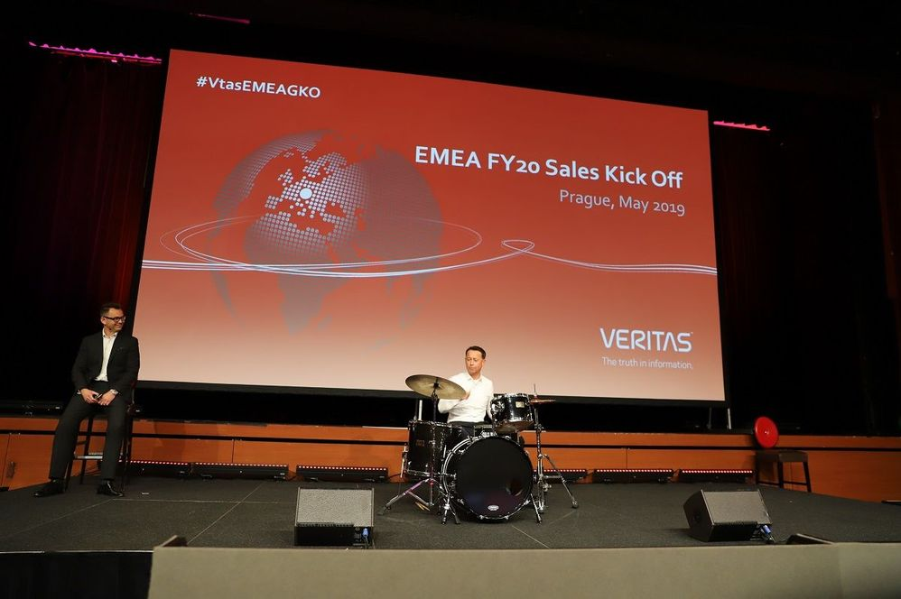 Roger Scheer, VP DACH closing the Kick-Off event with a solo drumming session. Great event!